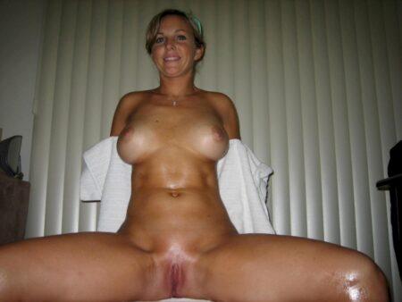 Femme adultère docile pour gars domi très souvent disponible