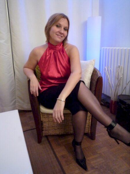 Femme cougar sexy domina pour gars qui obéit