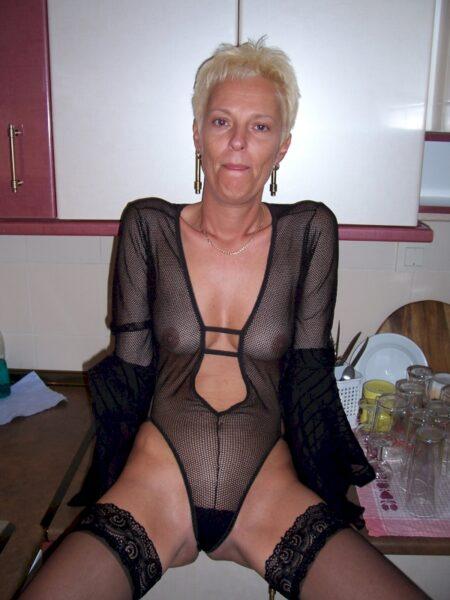 Femme mature soumise pour libertin qui aime soumettre très souvent disponible