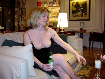 Jolie coquine propose un plan baise pour femme infidèle